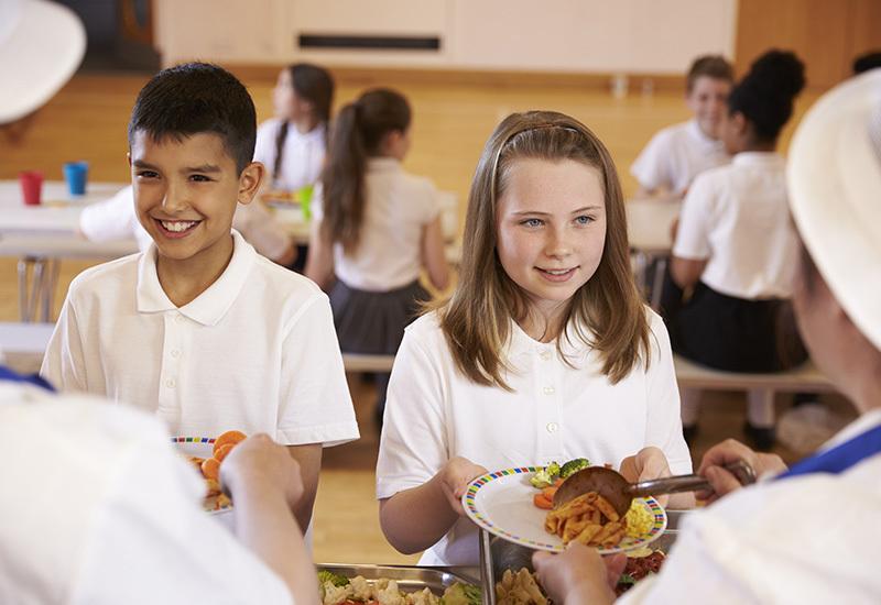 Schoolchildren eating